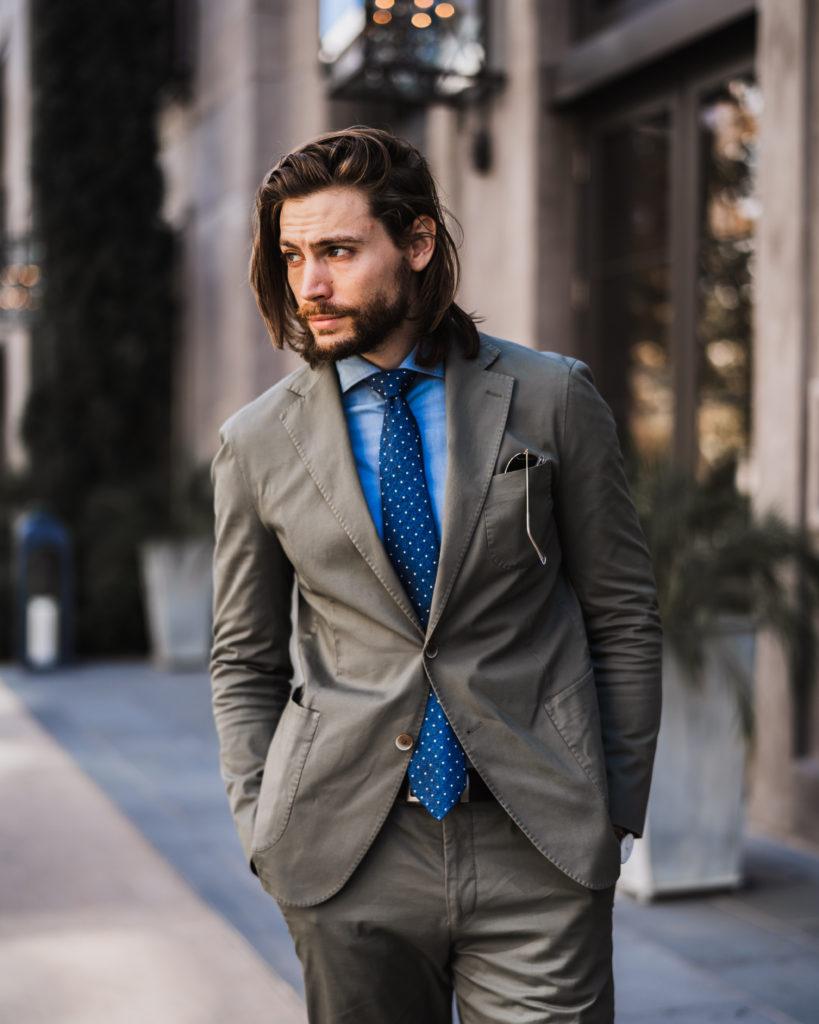 Comment habiller un costume | 2 façons de porter un costume olive