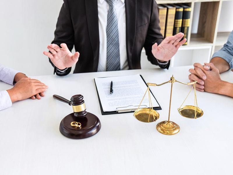 4 façons de réagir après avoir reçu vos documents de divorce –
