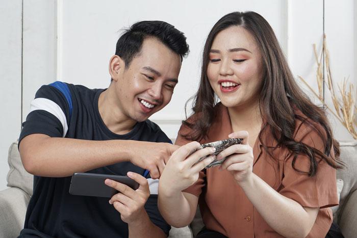 Pourquoi les jeux d'esprit dans les relations ne font que vous blesser